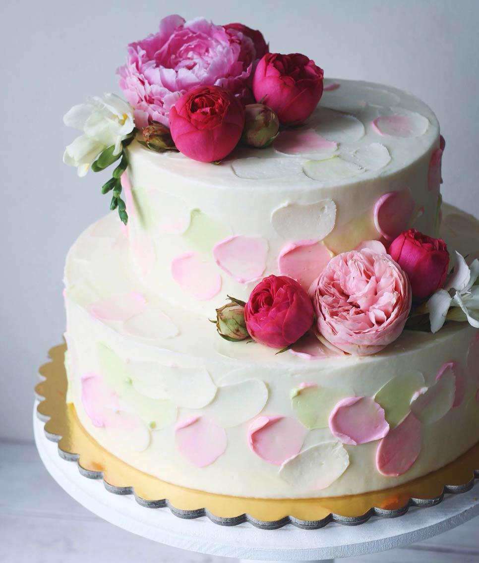 торт-с-пионовидными-розами