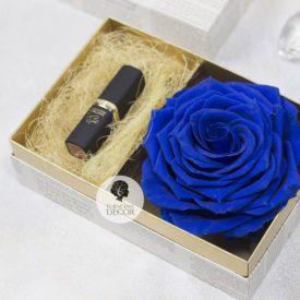 Подарочная коробочка с синей розой и отделением для подарка