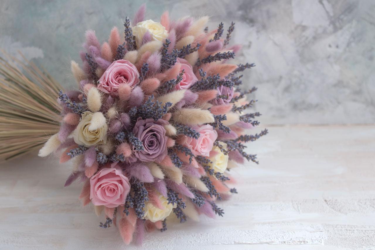 Букет-из-сухоцветов---лаванда-стабилизированные-розы
