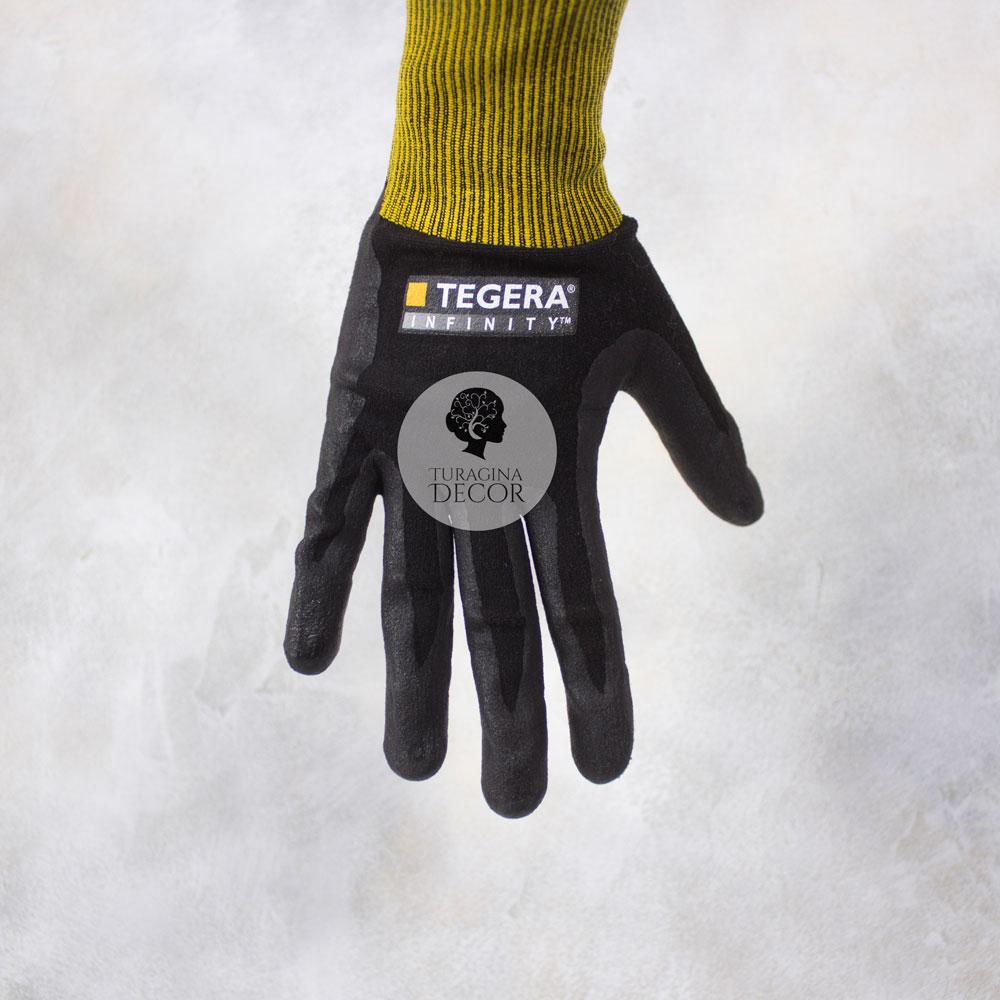 Черные перчатки для флориста