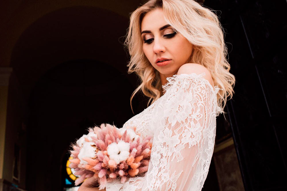 Букет невесты с лагурусом
