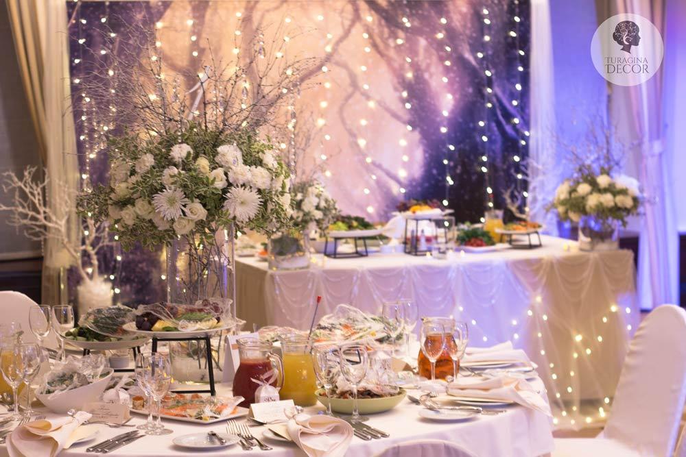 Позрачные вазы на свадьбе