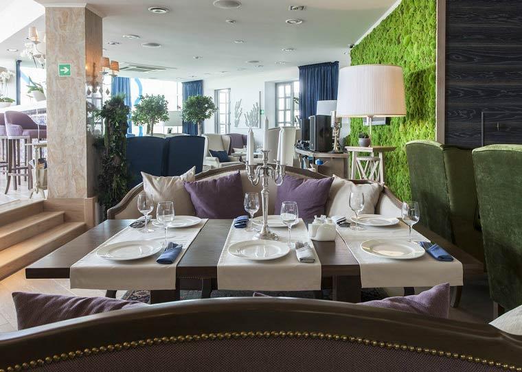 Зелёный-мох-в-ресторане