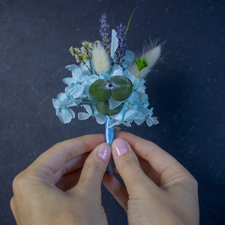 бутоньерка из стабилизированных цветов