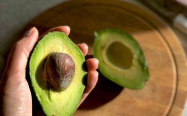 как-открыть-авокадо-для-посадки